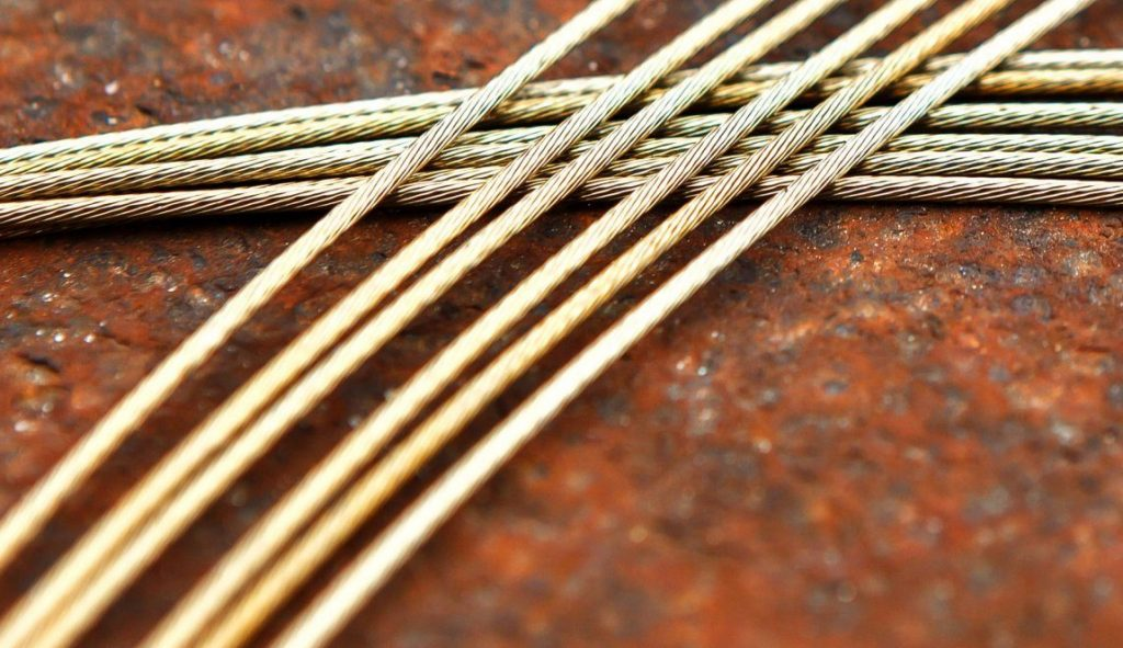 Derailleur cable into shifter 🔌